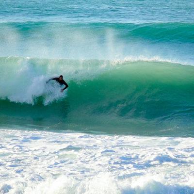 Bodysurf dans les vagues de la côte basque