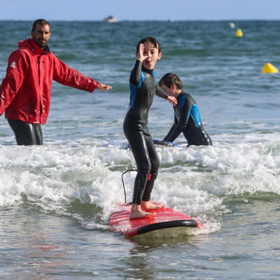 Cours de surf pour enfants à Bidart et Guéthary