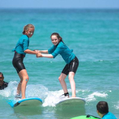 Stage de surf pour enfants au Pays basque avec Aquality
